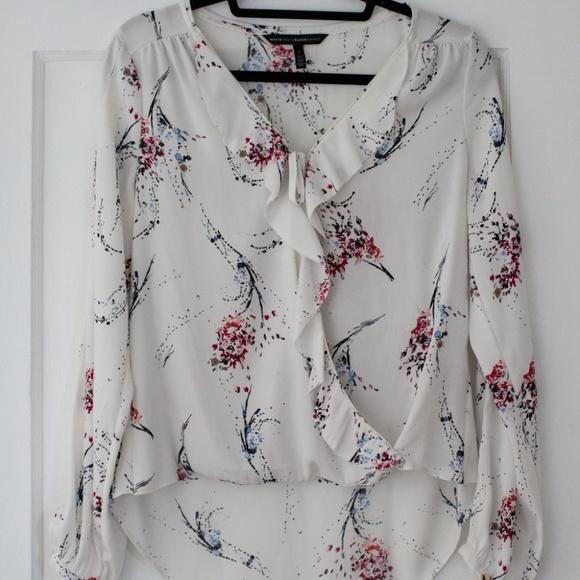 885cea46 White House Black Market Floral Tie Front Blouse. M_5b63e43b04e33d955f40d95d